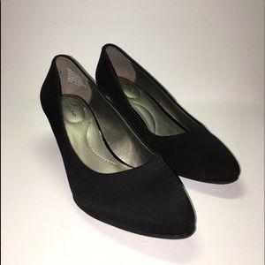 Bandolino Black Wedge Heels